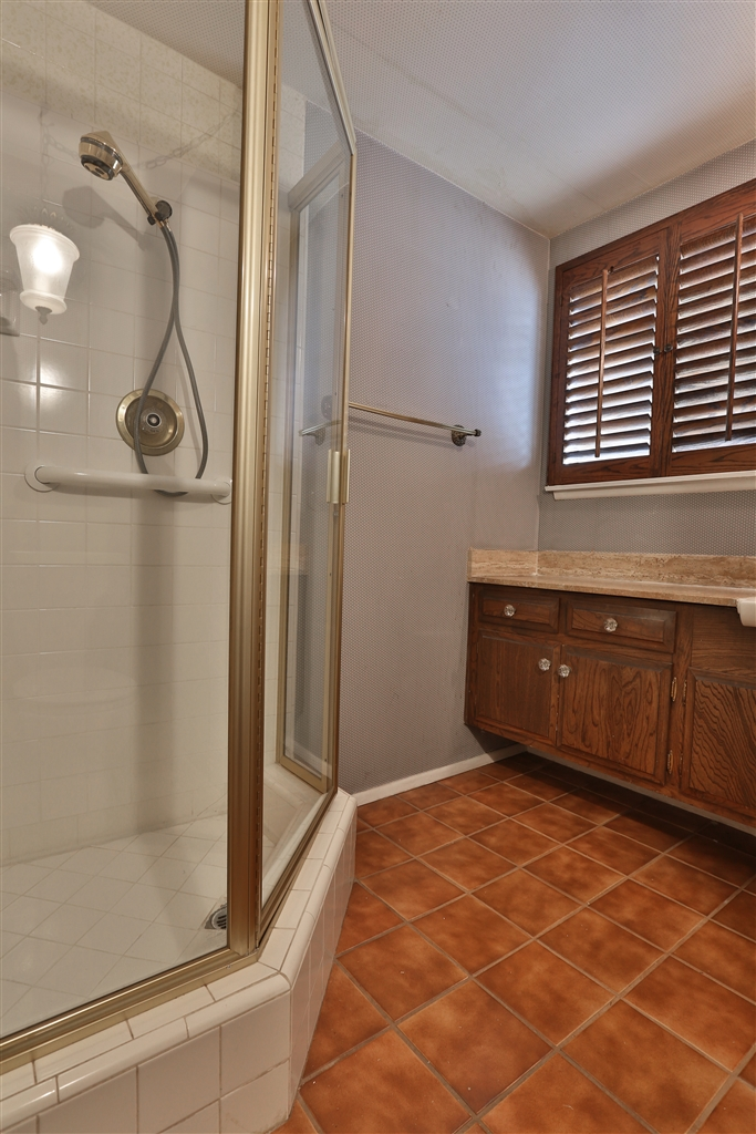 1857 Paros Circle- down bath 2